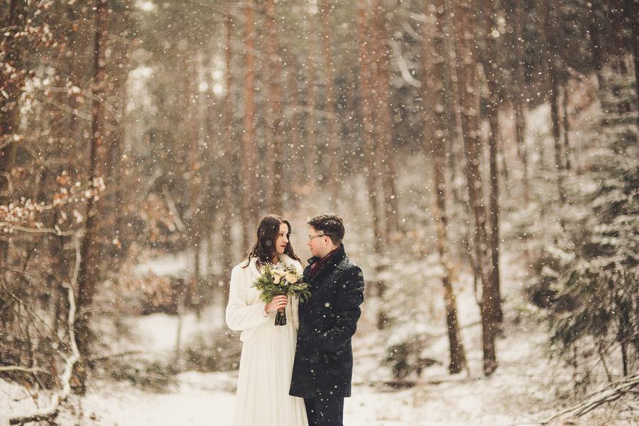 Zimowa sesja ślubna Julity i Pawła | ślub w zimie